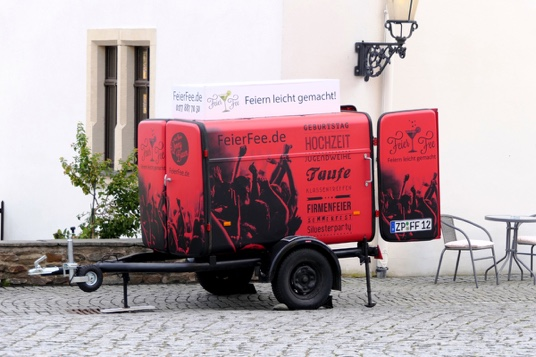 Mobile-Zapfanlage-Barkas-P1000-Haenger-FeierFee